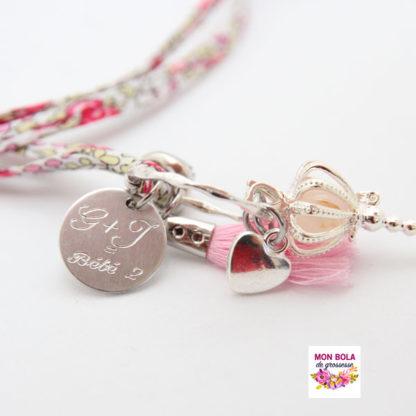 bola avec médaille et pompon rose