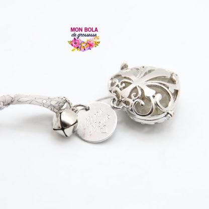 collier de grossesse avec médaille