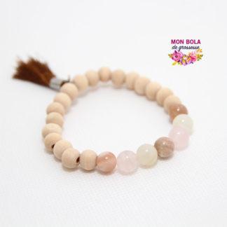 Un bracelet en pierres naturelles pour femme enceinte